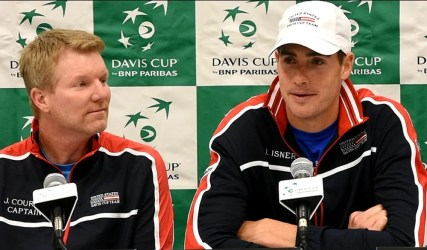 John Isner, right, says he has no horse in the race between Alabama and Auburn (being a Georgia fan) as US Team Captain Jim Courier looks on. (Solomon Crenshaw Jr. / Alabama NewsCenter)