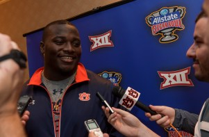 Montravius Adams and the Auburn football arrives in New Orleans for the Sugar Bowl. (Wade Rackley/Auburn Athletics)