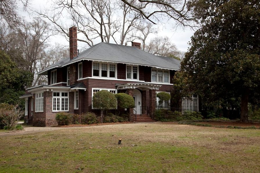 F. Scott Fitzgerald and his wife Zelda leased a home at 919 Felder near Zelda's parents in Montgomery. (The George F. Landegger Collection of Alabama Photographs in Carol M. Highsmith's America, Library of Congress, Prints and Photographs Division)