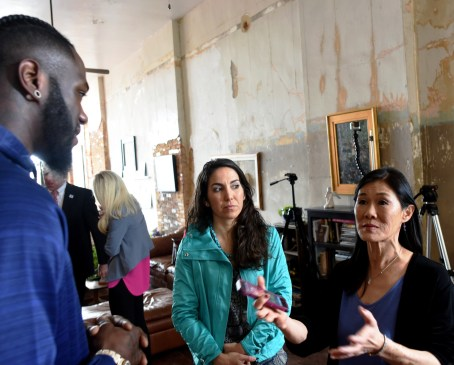 Deontay Wilder visits artist Caleb O'Connor's studio. (Solomon Crenshaw Jr./Alabama NewsCenter)