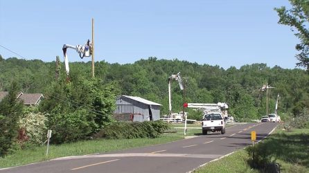 Alabama Power linemen work hard to restore power outages. (Alabama NewsCenter)