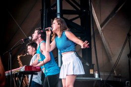 Lawrence performs at SlossFest. (Billy Brown / Alabama NewsCenter)