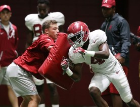 Crimson Tide receiver Jerry Jeudy practices in pads. (Shelby Akin/UA Athletics)