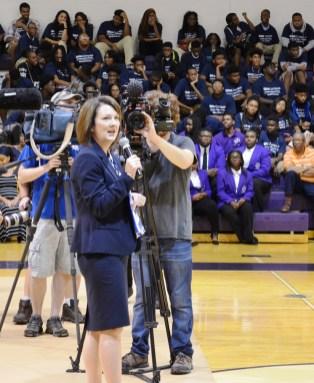 BBVA Compass Birmingham Market CEO Andrea Smith talks to students at Parker High School. (Michael Tomberlin / Alabama NewsCenter)