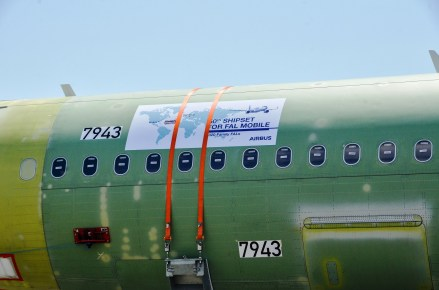 The Airbus U.S. Manufacturing Facility in Mobile, Alabama, has received its 50th shipset: an A321 destined for Delta Air Lines. Airbus employees in Hamburg, Germany, sent a special commemorative message to their colleagues in Mobile on the aft fuselage of the aircraft. (Airbus)