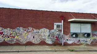 The exterior of Garland Farwell's building announces that an artist is in residence. (Anne Kristoff/Alabama NewsCenter)
