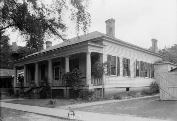 Front and side view of the Hart-Milton House taken during the 1935 Historic American Buildings Survey. (Photograph by W.N. Manning, Library of Congress Prints and Photographs Division)