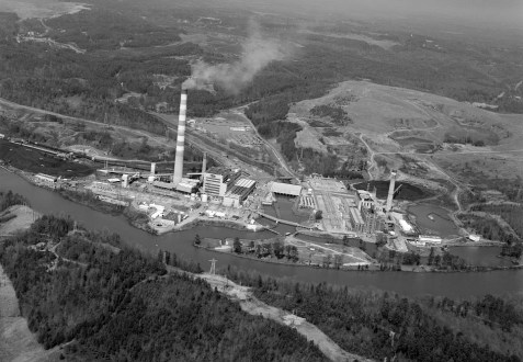 Gorgas steam plant on the Black Warrior River; Walker County. The steam plant was named for Alabama native, William Crawford Gorgas. (Photograph by Jet Lowe, Library of Congress Prints and Photographs Division)