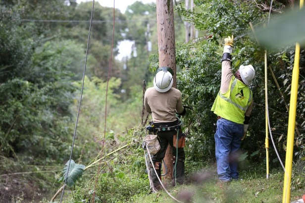Alabama Power crews work to restore power after Hurricane Nate on Sunday, Oct. 8, 2017, in Mobile. (Mike Kittrell / Alabama NewsCenter)