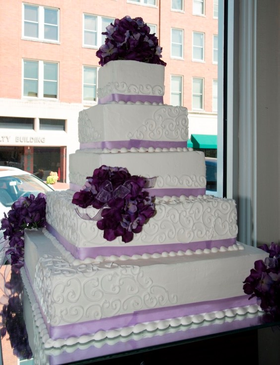 Otis Bates always enjoyed baking, but when he baked his own wedding cake, he and his wife, Jan, decided they were ready to go professional. (Alabama NewsCenter)