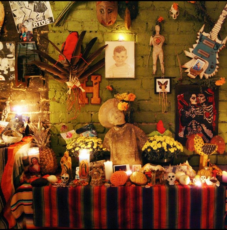 Remembrances of lost loved ones are seen throughout the Dia de los Muertos Festival. (Bare Hands)