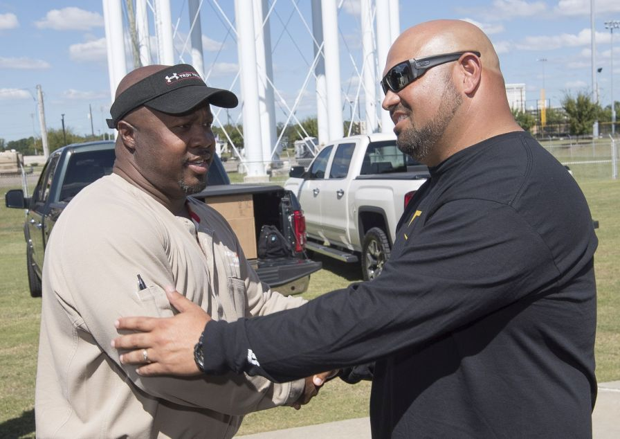 Vazquez (right) thanked Smith and Southern APSO for their donations. (David Campbell)