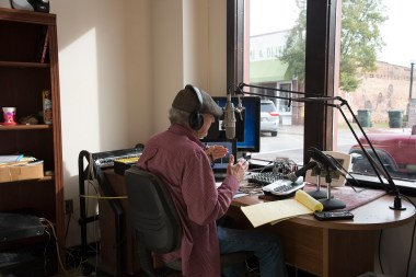 """Larry """"McKee"""" Williams broadcasts his WDYG-AM radio show from a storefront in downtown Dothan. (Brittany Faush / Alabama NewsCenter)"""