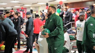 Coaches and players from Texas Tech and South Florida ate Dreamland barbecue and bowled at Vestavia Bowl as part of their time in the Magic City for the Birmingham Bowl. (Birmingham Bowl)