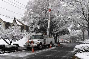 Snow is weighing down limbs and knocking out power in Alabama. Alabama Power crews are working hard despite the weather to restore service. (Phil Free / Alabama NewsCenter)
