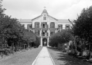 Main building at Spring Hill College, Mobile, 1935. (Photograph by E.W. Russell, HABS, Library of Congress Prints and Photographs Division)