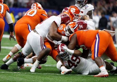 Alabama defensive lineman Da'Shawn Hand (9) makes a play during the Sugar Bowl matchup with Clemson. (Crimson Tide Photos)