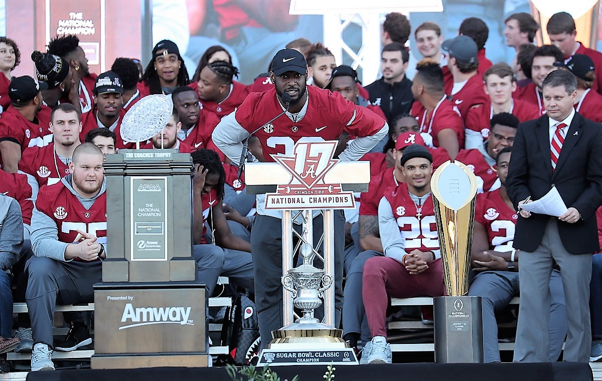 Alabama linebacker Rashaan Evans speaks to fans. (Kent Gidley)