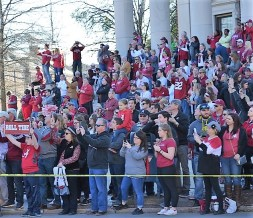 Fans gather on the parade route for the Alabama Crimson Tide national championship celebration. (Michael Tomberlin / Alabama NewsCenter)