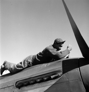 Crew chief Marcellus G. Smith, Louisville, KY, 100th F.S., Ramitelli, Italy, March, 1945. (Library of Congress Prints and Photographs Division)