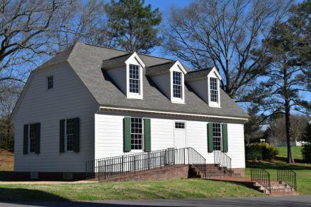 A New England saltbox-style house. (Donna Cope/Alabama NewsCenter)