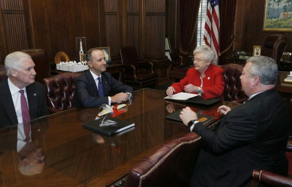 Gov. Kay Ivey meets with Leonardo DRS CEO Bill Lynn, Italian Ambassador Armando Varricchio and Alabama Commerce Secretary Greg Canfield in Montgomery. (Hal Yeager / Governor's Office)