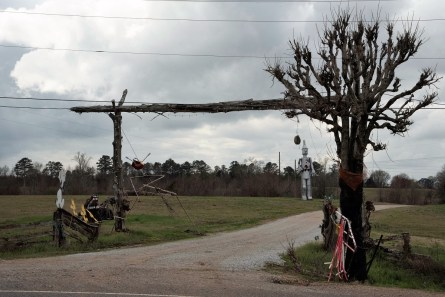 Jim Bird's artistic creations are must-see sites along U.S. 43 in Forkland. (Brittany Faush / Alabama NewsCenter)