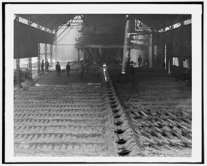 Casting pig iron, Sloss Furnaces, Birmingham, c. 1906. (Detroit Publishing Co., Library of Congress, Prints and Photographs Division)