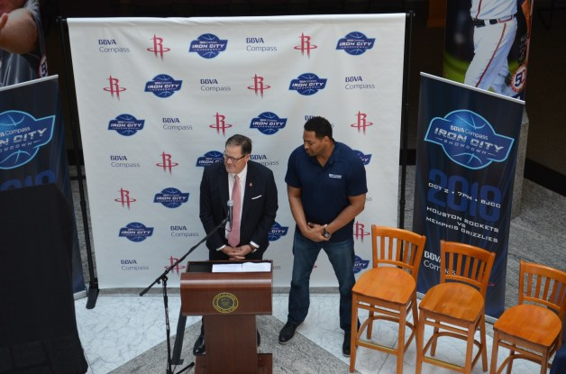 Robert Horry came to Birmingham to announce that the Houston Rockets will play the Memphis Grizzlies at the BJCC Oct. 2. (Michael Tomberlin/Alabama NewsCenter)