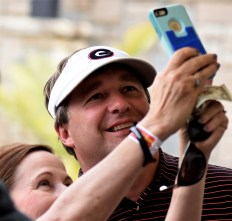 Georgia head football Coach Kirby Smart takes a selfie with a fan at the Regions Tradition Pro Am. (Solomon Crenshaw Jr./Alabama NewsCenter)