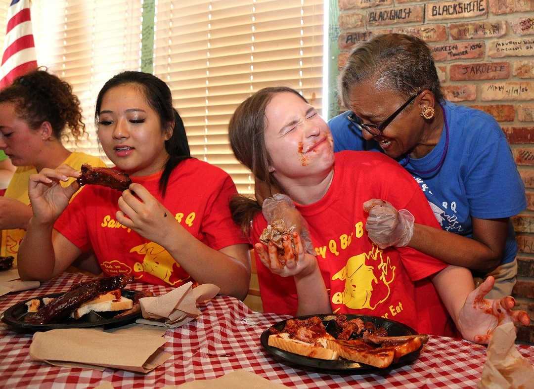 eating saucy contest rib hostess restaurant blatchford taylor newscenter alabama distinguished enjoy young kittrell nevada kennedy congratulates winner mike mobile