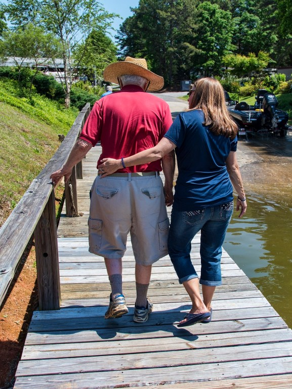 Dawn Lovell helps a veteran after a fishing trip on Lake Logan Martin. (Bernard Troncale/Shorelines)