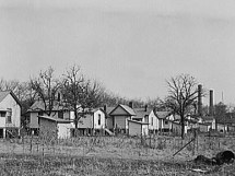 Company housing near a cotton mill in Gadsden, Etowah County, in December 1940. (From Encyclopedia of Alabama, courtesy of Library of Congress, photograph by John Vachon)