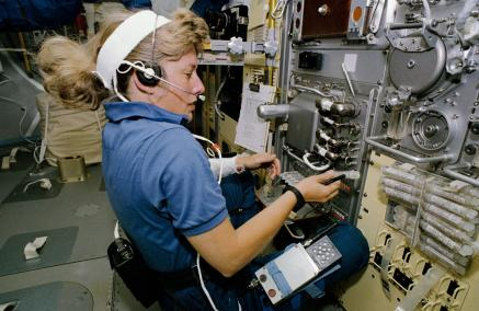 Astronaut N. Jan Davis, mission specialist, talks to ground controllers as she works with the Free Flow Electrophoresis Unit (FFEU) in the Science Module of the Earth-orbiting space shuttle Endeavour, Sept. 12-20, 1992. (NASA)