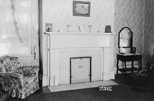 Fireplace in the one of the upstairs bedrooms at Courtview, July 16, 1935. (Alex Bush, HABS, Library of Congress, Prints and Photographs Division)