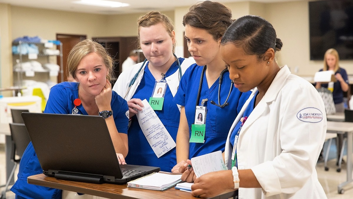 Acute Care Simulation builds Samford students' interprofessional health care skills