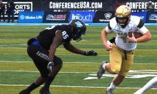 Tyler Johnston carries for UAB. (Solomon Crenshaw Jr. / Alabama NewsCenter)