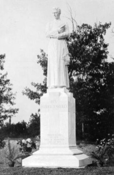 The Patrick O'Reilly statue at St Vincent's Hospital. (Birmingham Public Library Archives, Bhamwiki)