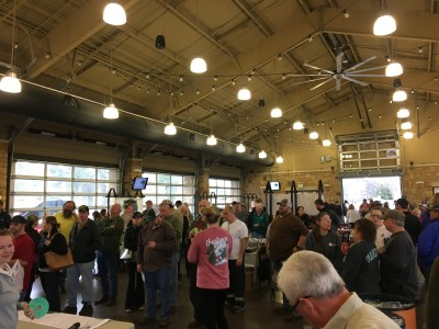 Tuscaloosa residents lined up to receive seedlings. (Jeffrey Poston/Alabama Power)