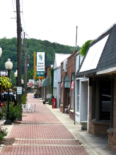 Shops in downtown Alabaster are seen along U.S. Highway 31 in May 2011. (From Encyclopedia of Alabama, photograph by James P. Kaetz)