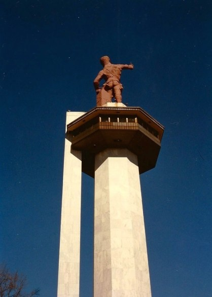 This photograph shows how the Vulcan statue looked prior to the 1999–2004 restoration. (Druid85, Wikipedia)
