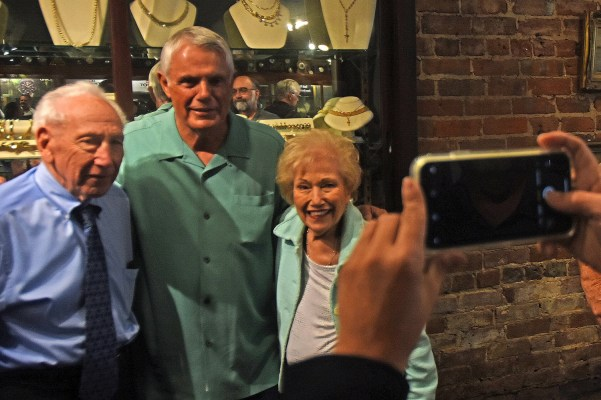 Charles and Rhoda Denaburg pose for a picture with baseball legend Lou Piniella. (Solomon Crenshaw Jr./Alabama NewsCenter)