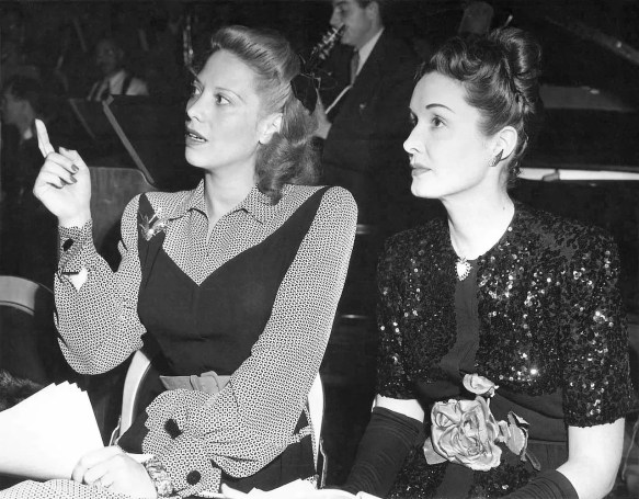Dinah Shore and Gail Patrick during a rehearsal at the Lady Esther Screen Guild Theater, 1945. (CBS Radio, Wikipdia)