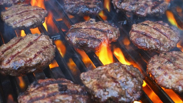 Top chefs say don't grill your hamburgers
