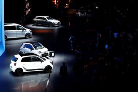 Attendees inspect a range of Mercedes-Benz electric automobiles, manufactured by Daimler AG, ahead of the IAA Frankfurt Motor Show in Frankfurt, Germany. (Alex Kraus/Bloomberg)