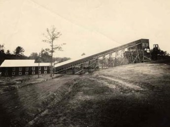 A St. Clair County mine of the DeBardeleben Coal Company, which evolved from mining operations established by pioneering industrialist Henry F. DeBardeleben in the late nineteenth century. (From Encyclopedia of Alabama, courtesy of Alabama Department of Archives and History)