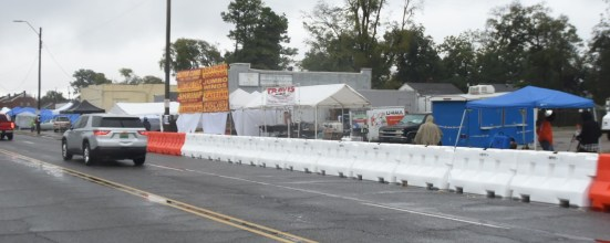 Vendors set up in the rain Friday morning in preparation for the Magic City Classic. (Solomon Crenshaw Jr. / Alabama NewsCenter)