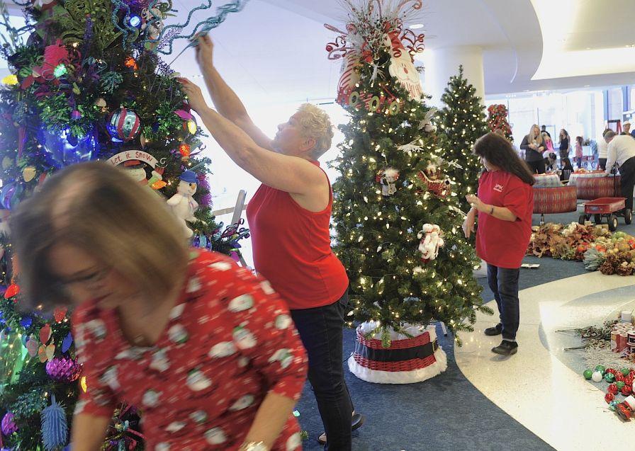 Alabama Power's volunteer team worked hard. (Karim Shamsi-Basha/Alabama NewsCenter)
