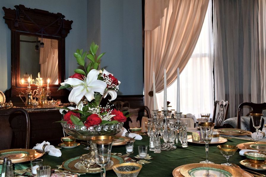 A free breakfast is served in the elegant dining room, with antique china and fresh flowers. (Donna Cope/Alabama NewsCenter)