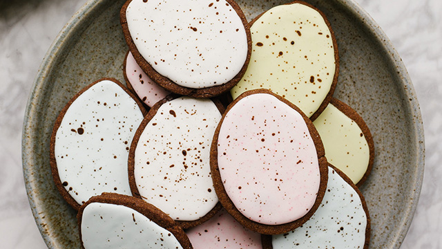 Recipe: Chocolate Cutout Cookies with speckled Easter egg decorating tutorial